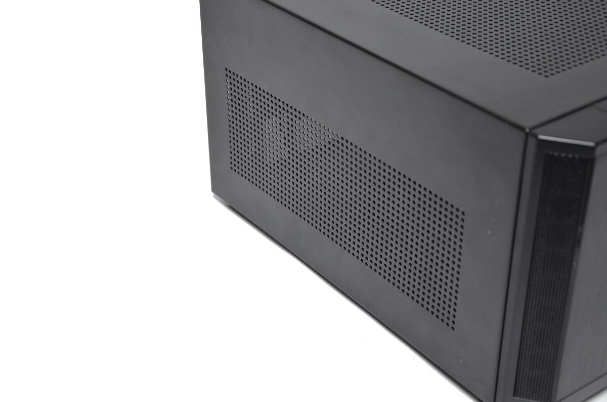 Fractal Design Core 500 otwory wentylacyjne z boku obudowy