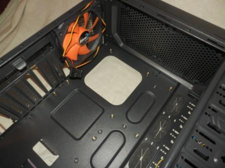 Aerocool Xpredator X1 Wnętrze