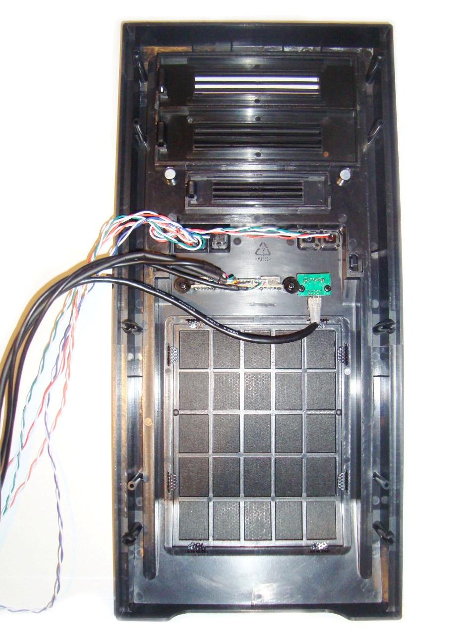 Chieftec LIBRA LF-02B - wygląd panelu przedniego od rewersu