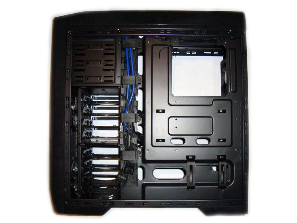SilentiumPC Gladius X80 Pure Black - Widok po zdjęciu prawego panelu