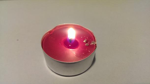 HTC One świeczka
