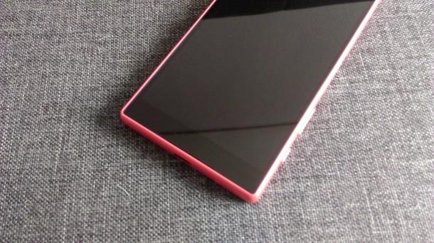sony xperia z5 compact - ekranowe przyciski funkcyjne i logo