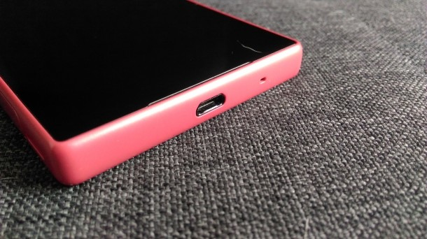 sony xperia z5 compact - port microUSB