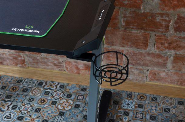 Ultradesk Space wygląd biurka uchwyt na kubek