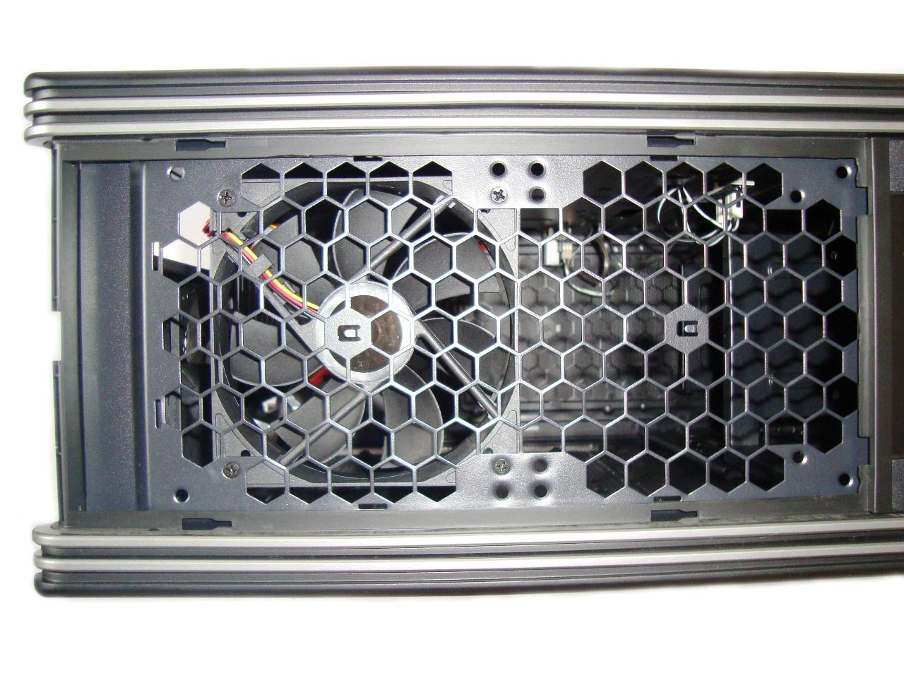 miejsce na montaż chłodnicy lub dwóch wiatraków Enermax Fulmo Advanced