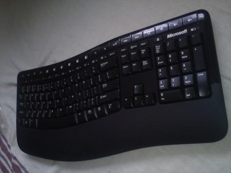Klawiatura - widok od prawej strony Microsoft Wireless Comfort Desktop 5000