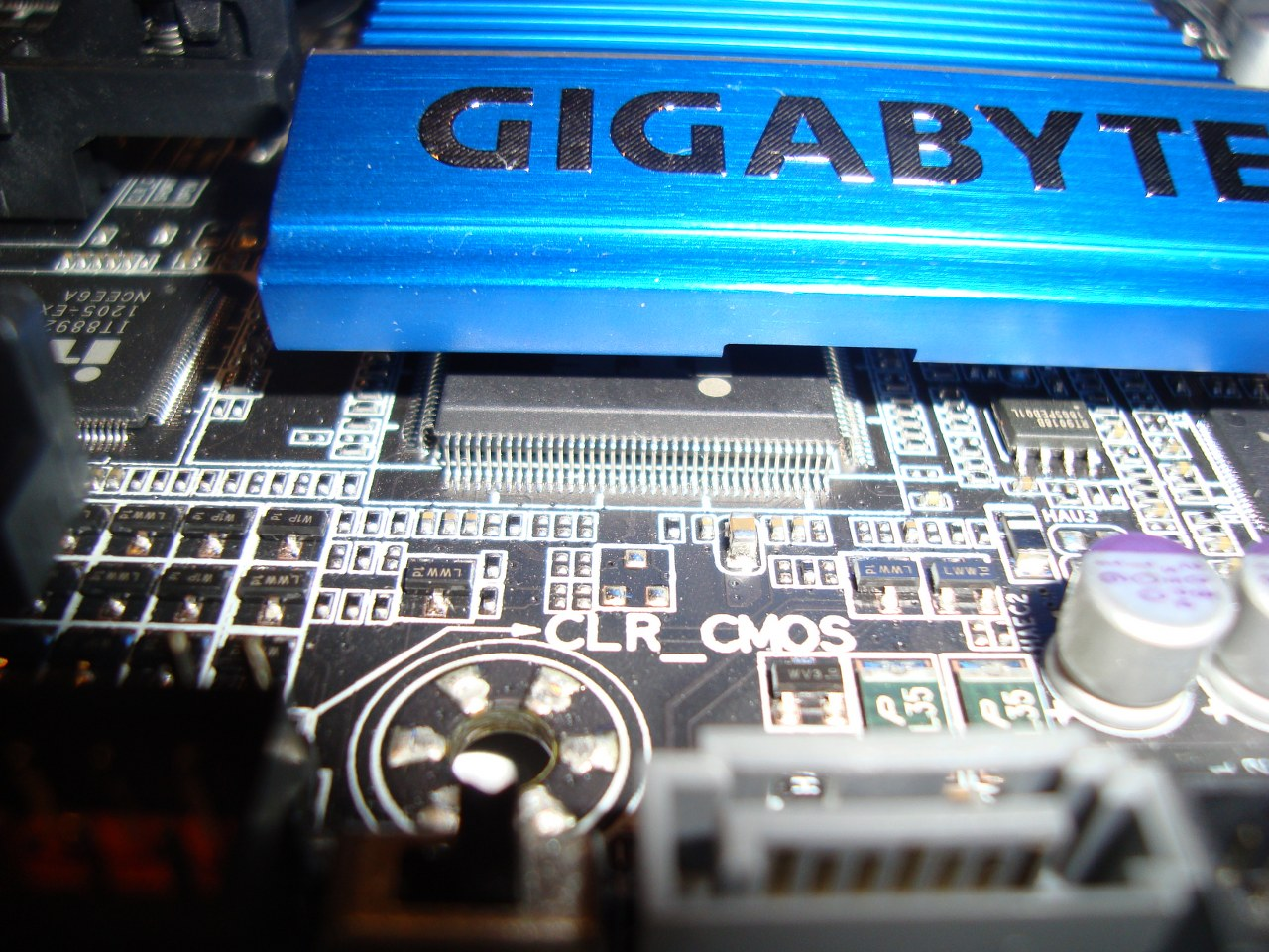 Gigabyte Z77X-UD5H-WB WIFI, Chipset ITE IT8728F