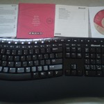 Zdjęcie pełnej zawartości zestawu - Microsoft Wireless Comfort Deskop 5000