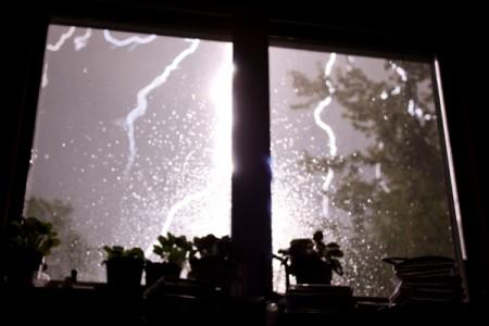 burza za oknem, grzmoty