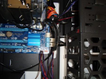 obudowa Antec One podłączenie kabli
