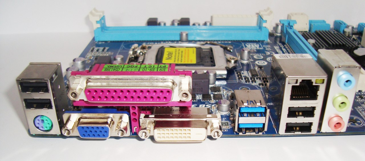 porty Gigabyte B75M-D3V